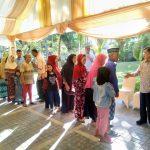 Warga menghadiri open house di rumah Wapres JK di Makassar