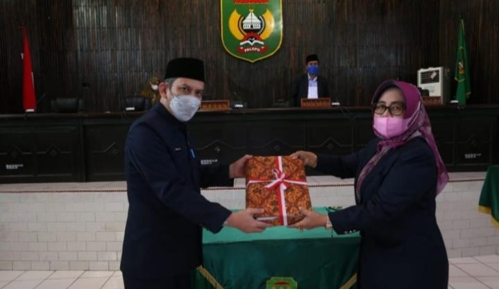 Sekda Palopo, Firmanza bersama Ketua DPRD Palopo, Hj Nurhaenih